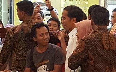 Pengunjung Mall terkejut dengan kedatangan Jokowi