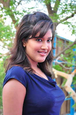 Tamil Acyress Hot Still With Smiling Face