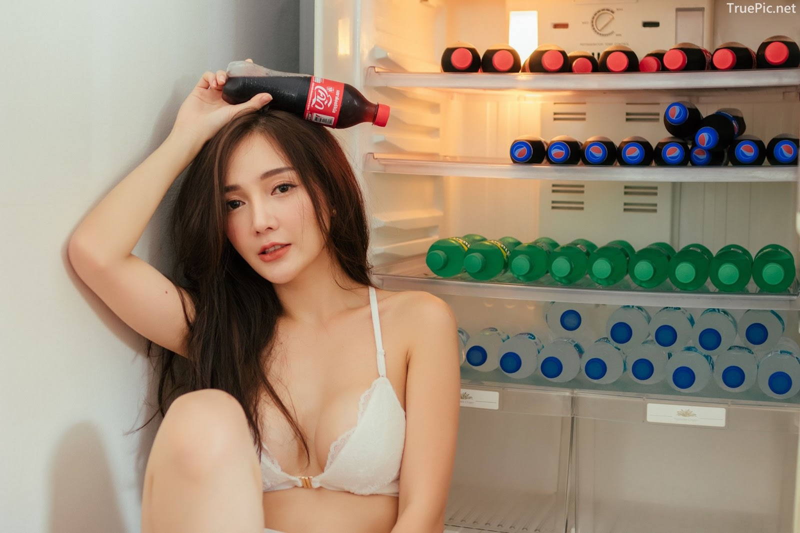 Thailand sexy model Rossarin Klinhom with photo album By your side - Picture 9