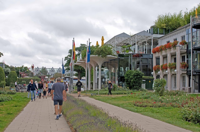 hotele w Heringsdorfie przy promenadzie wzdłuż morza