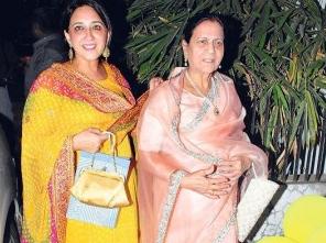 Foto ibu Aamir Khan dan adiknya Nikhat