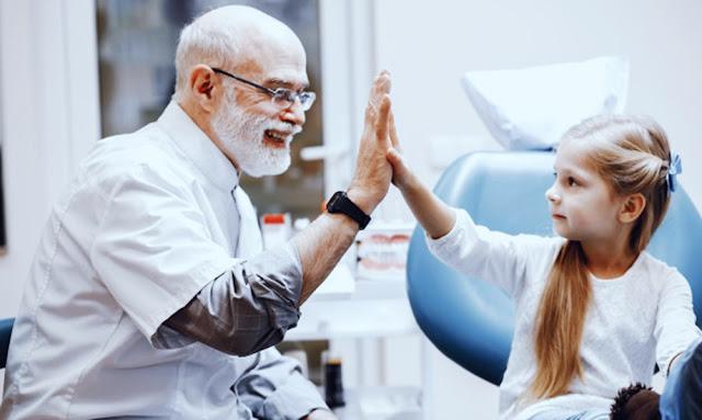 Aprueban que médicos puedan trabajar hasta los 75 años en hospitales públicos