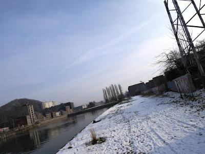 graffiti sur le site de coronmeuse à Liege