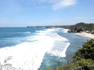 ombak biru pantai indrayanti