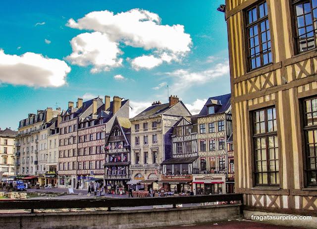 Praça Velha do Mercado de Rouen, local da execução de Joana D'Arc