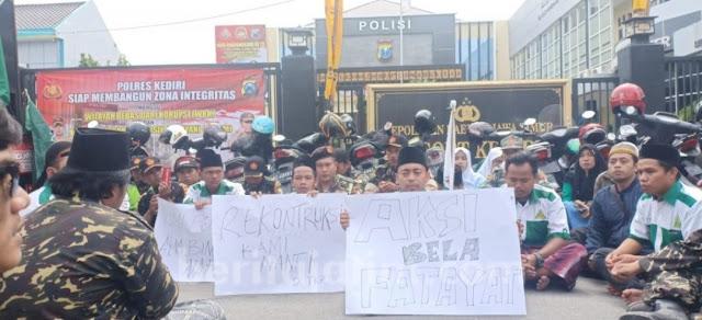 Anggota Ansor, Fatayat, dan Banser Demo di Polres Kediri