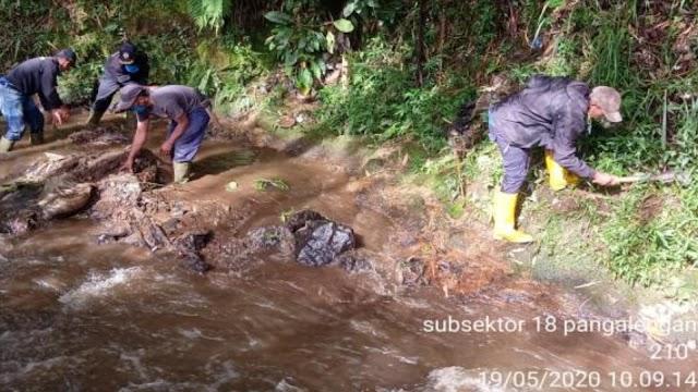 Masa Pandemik Covid-19, Satgas Sektor 21-18 Masih Konsisten Terjun Ke Sungai