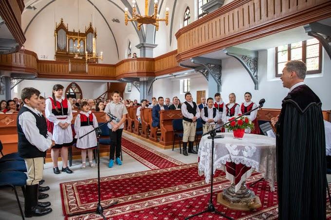 Papolcon felszentelték a felújított református templomot
