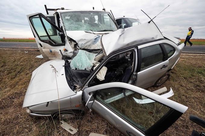Életét vesztette egy nő az 51-es főúton történt közúti balesetben