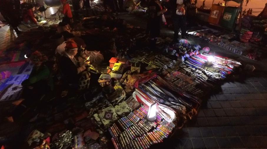 Đi chợ đêm Sapa ngắm đồ thổ cẩm và xem ca hát