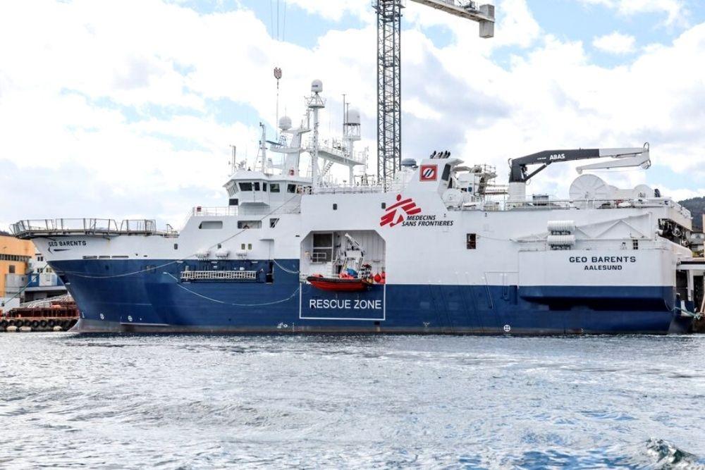 Após 14 horas de inspeção Itália bloqueia navio humanitário