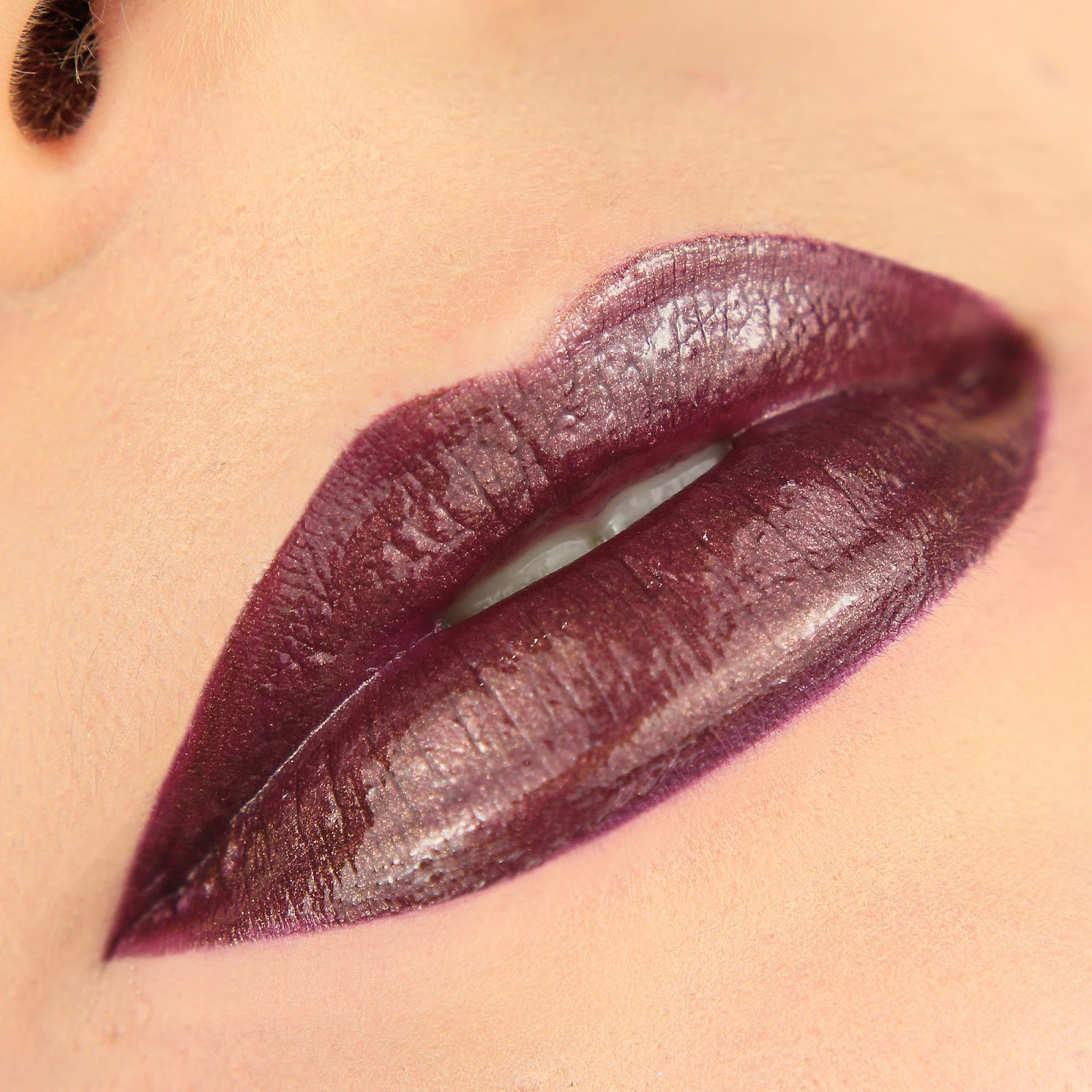 Neve Neogothic The Magic Circle gloss swatch review