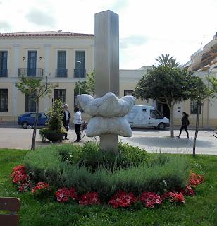 το γλυπτό του Βασίλη Βασίλη για το 1ο Συμπόσιο Γλυπτικής του Δήμου Καλαμάτας