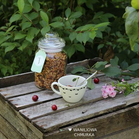 Sezamowa granola z dodatkami