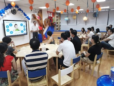 """Diễn giả Nguyễn Quốc Chiến tại Hội thảo """"Rèn luyện kỹ năng sống cho trẻ"""""""
