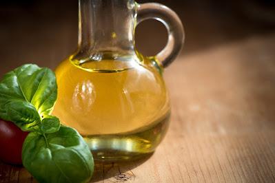 Cara Menghilangkan ketombe membandel dengan minyak zaitun