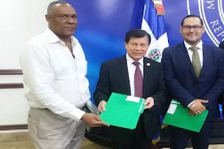 Embajador y derechos humanos de Guatemala reciben pre-proyecto de controlar natalidad en RD