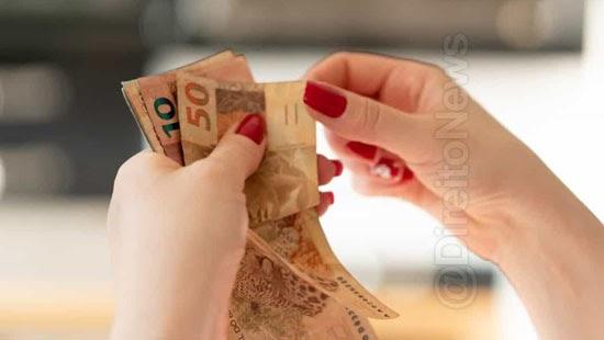 discriminacao salarial mulheres punida multa texto