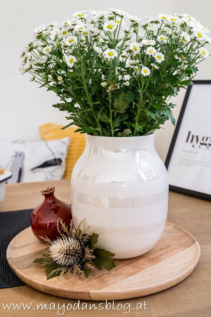 Chrysanthemen in weißer Vase
