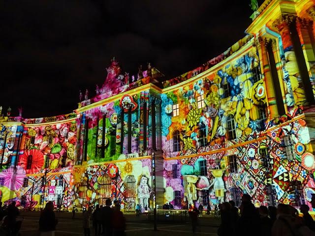Portão de Brandemburgo no Festival de Luzes em Berlim