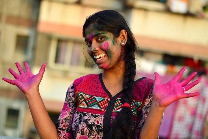 How to celebrate Holi in Hindi