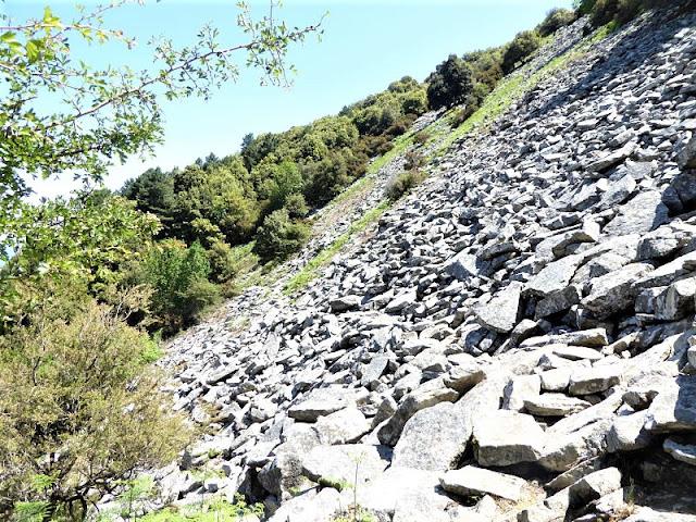 traverso con pietre sotto monte capanne