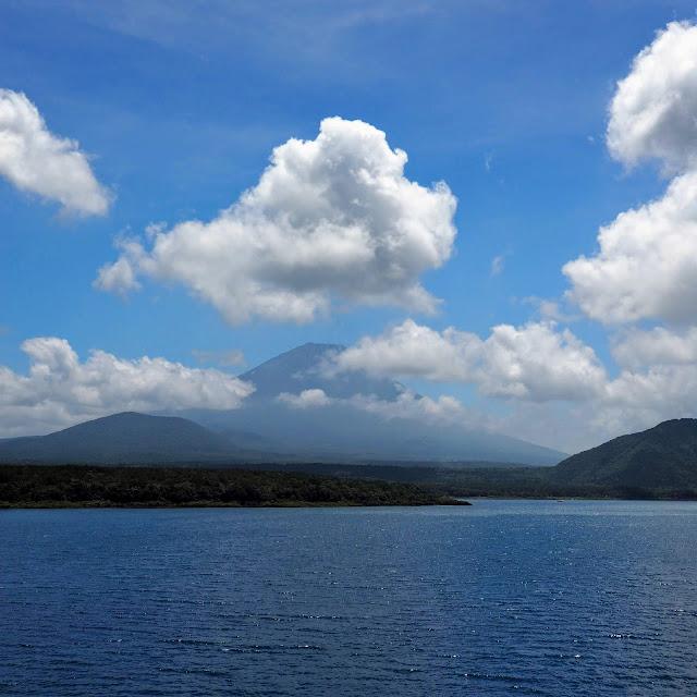 本栖湖 本栖みち 富士山