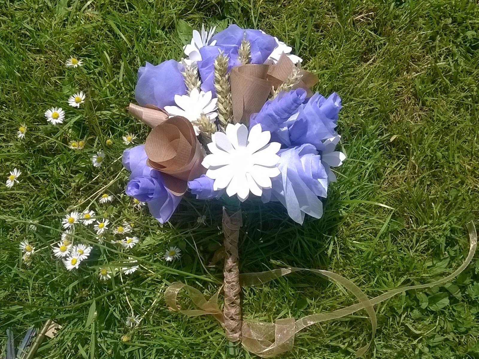 Big Blue Bed A Country Paper Flower Bouquet Tutorial