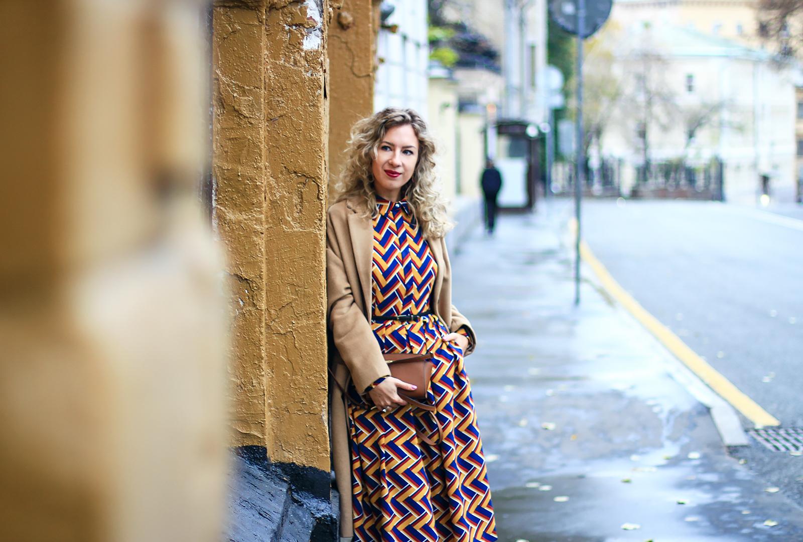 margarita_maslova_Spicy Mustard_dress_riverside_pantone_fall_look_streetstyle camel coat