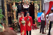 Màn rước dâu hiếm có: Mẹ chồng dắt tay con dâu đi thẳng sang nhà 'hàng xóm' đối diện song lại khiến dân mạng vô cùng 'thèm muốn'