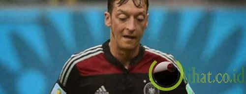 Mesut Ozil (Gelandang Serang)
