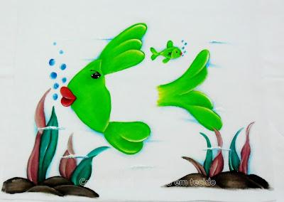 pano de prato com peixe e algas