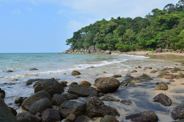 หมาะการเล่นน้ำทะเลหรือพักผ่อนริมชายหาดสวยๆในบรรยากาศเงียบสงบเหมือนเป็นชายหาดส่วนตัว
