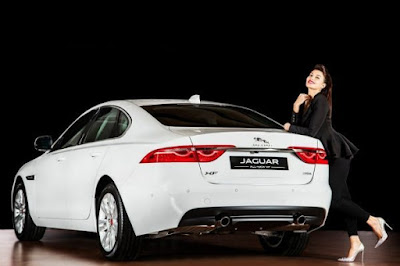2016 Jaguar XF front-quarter