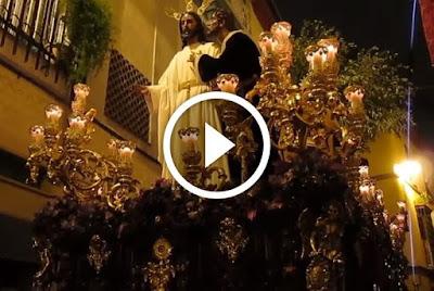 Beso de Judas por estrechez de Calle boteros de sevilla el lunes santo del año 2013 de la hermandad de la redencion