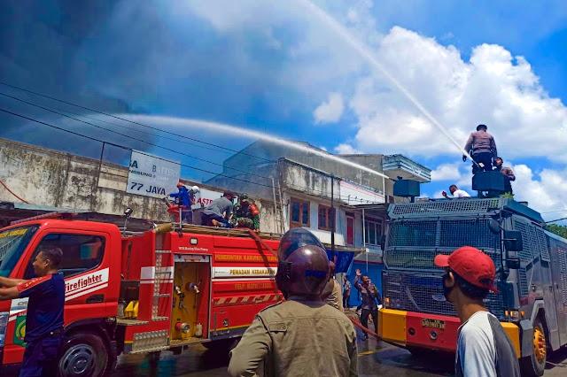 Pusat pertokoan Kota Sumbawa terbakar