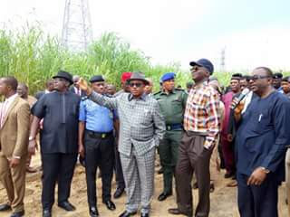 Fashola inspect ongoing Second Niger Bridge project