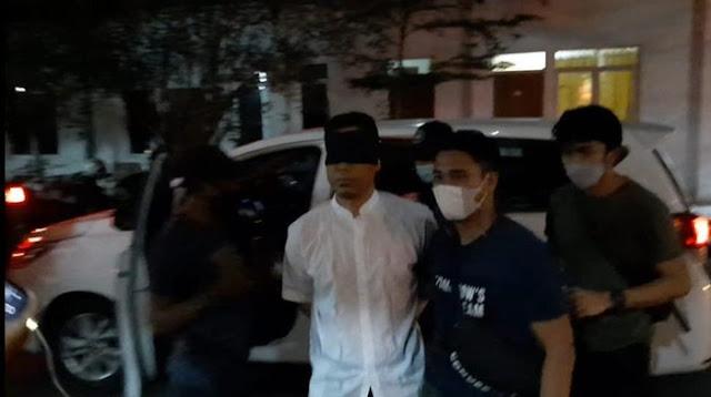 Sudah Ditahan, Polisi Belum Tetapkan Munarman Tersangka Kasus Terorisme