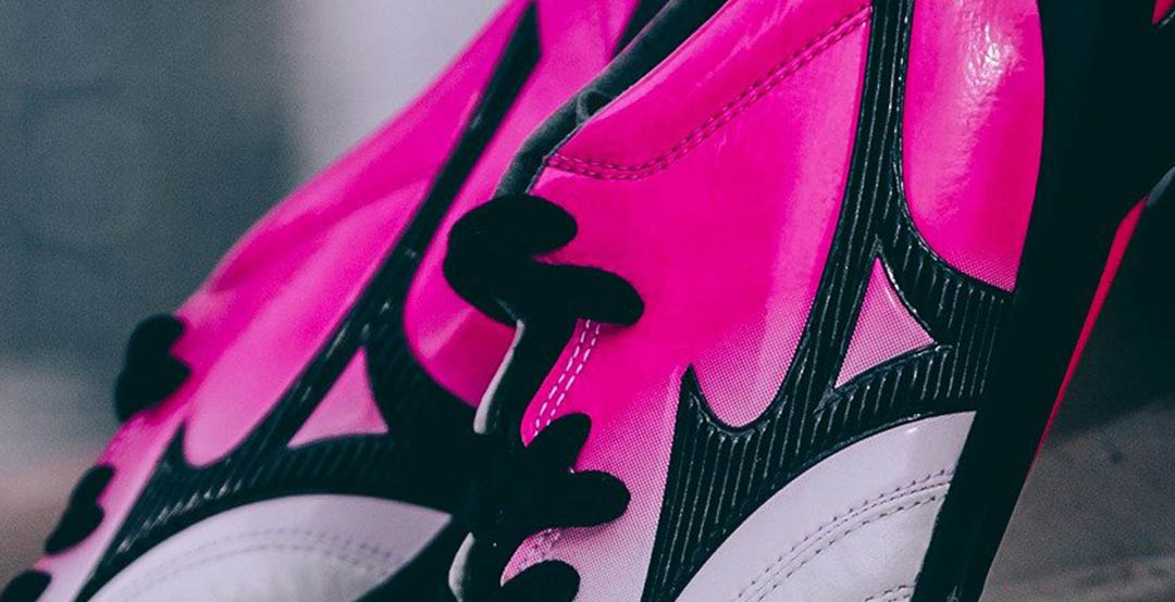 huge selection of dcc64 1183f Combining the colors white, pink and black, the new Mizuno Morelia 2 soccer  cleats are set to be worn by Brazilian superstar Hulk.