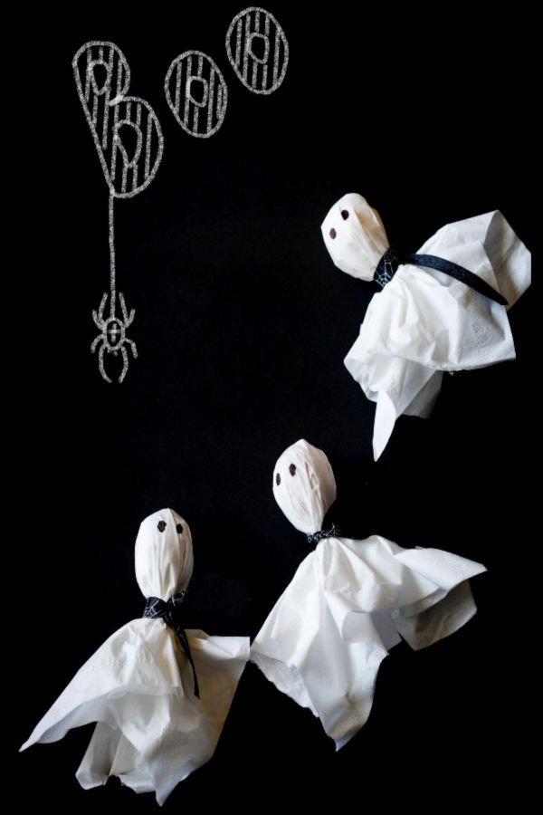 Turn lollipops into ghosts with this fun craft activity for kids.  Ghost pops make a great party favor or treat for Halloween. #ghost #ghostlollipops #ghostlollipopshalloween #ghostlollies #ghostpops #halloweentreats #halloweentreatsforschool #lollipopghosts #lollipopghostcraft #ghostcraftsforkids #ghostcrafts #growingajeweledrose #activitiesforkids