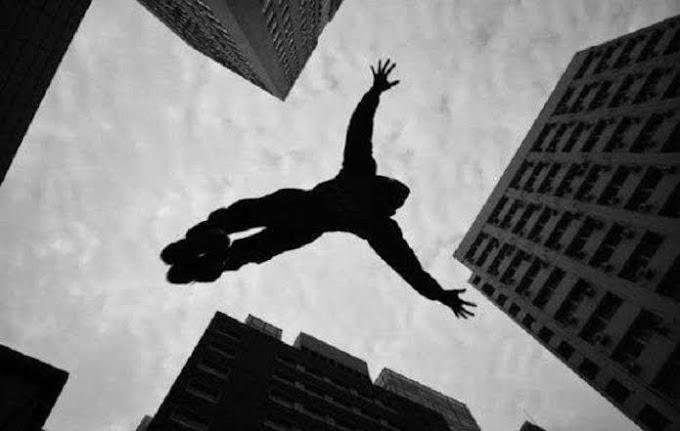 दर्दनाक लव स्टोरी: साथ जीने-मरने की कसमें खाकर छत से कूद रहा था कपल, लड़की ने छुड़ा लिया हाथ, लड़के की गिरने से मौत