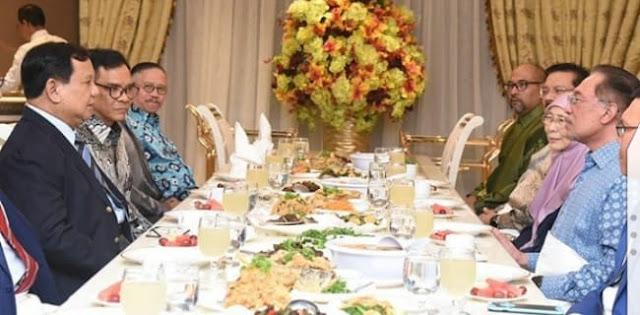 Dijamu Makan Malam Oleh Wakil PM Malaysia, Prabowo Bahas Isu-isu Regional