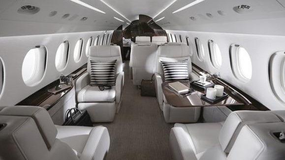 Bí ẩn hai doanh nhân Việt mua máy bay riêng Falcon giá hàng chục triệu USD