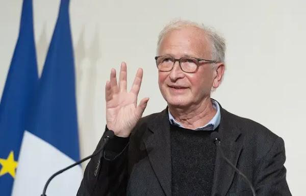 Covid-19 : Alain Fischer, le « Monsieur Vaccin » du gouvernement, veut éviter les injonctions pour susciter l'adhésion