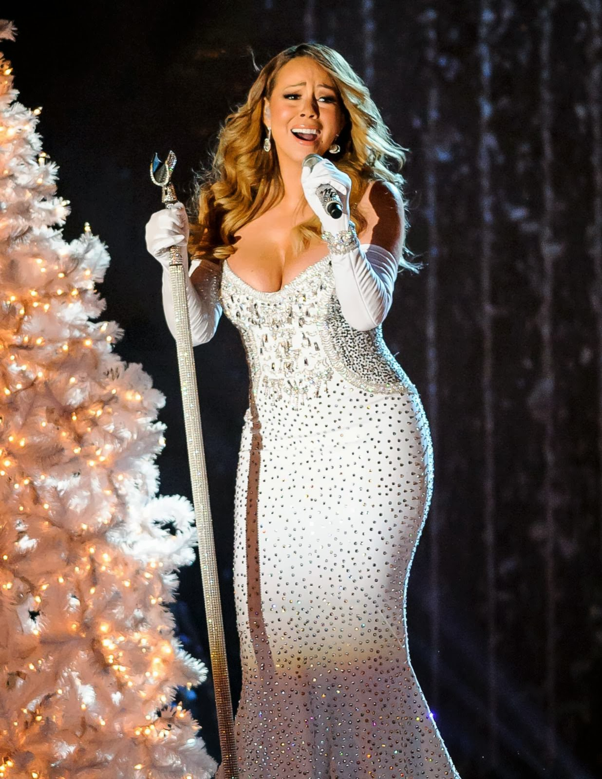 Desi And Celebs Pics Mariah Carey Perform Rockefeller