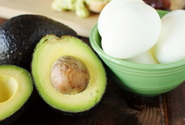 Creamy Avocado Egg Salad   www.thekitchenismyplayground.com