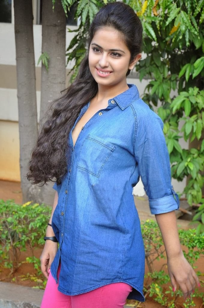 Hot photogallerys uyyala jampala movie heroine avika gor cute stills