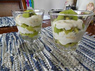 How to make a delicious fruit and yogurt parfait, Creamy Banana and Kiwi Parfaits