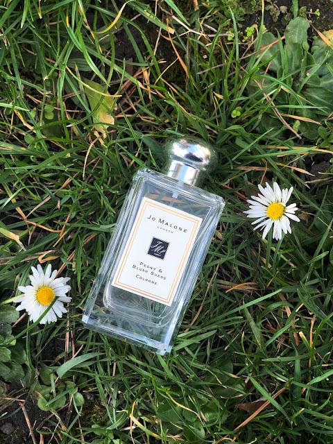 flakón parfému Jo Malone Peony and Blush Suede