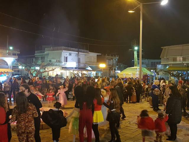 Με μεγάλη συμμετοχή άναψαν οι παραδοσιακές αποκριάτικες φωτιές στο Δρέπανο